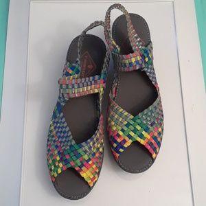 NWOT  ST. JOHN'S BAY stretch sandals size  10